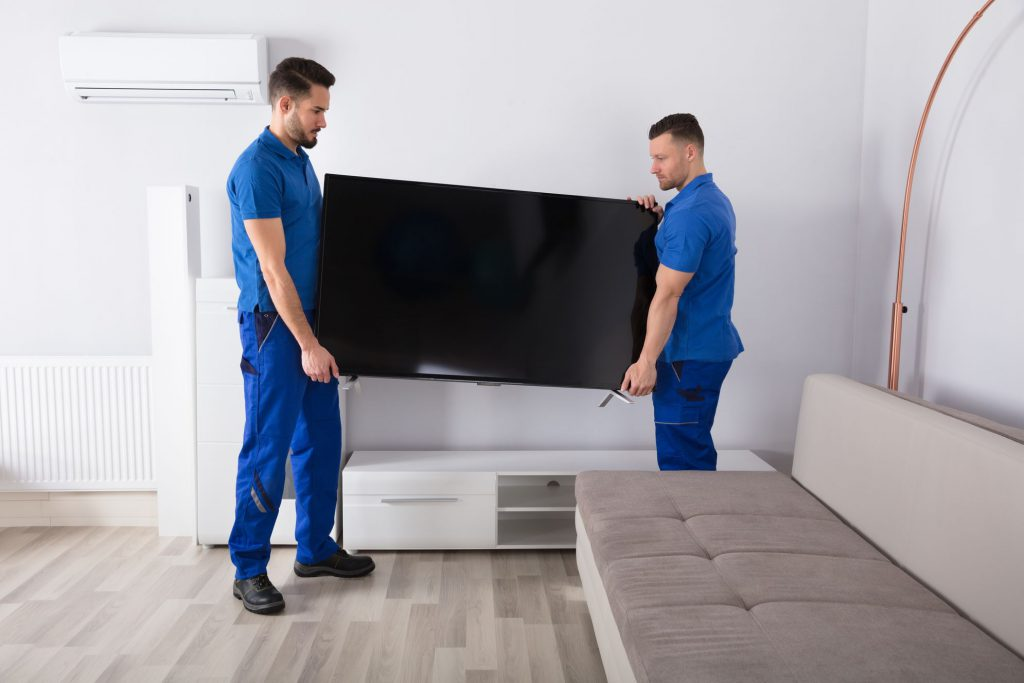 Professional Chicago movers with a flat TV