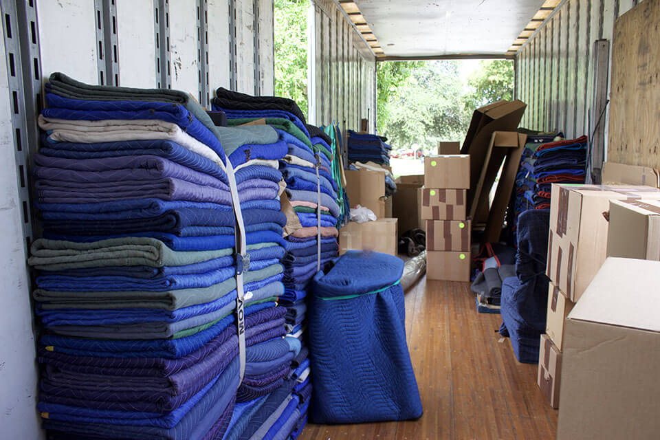 Blankets and boxes provided by professional movers in Chicago