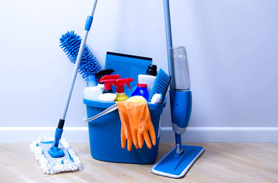 Cleaning supplies to use when best movers in Chicago leave your home
